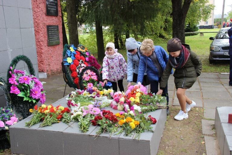 Новодугинцы отметили День освобождения Смоленщины