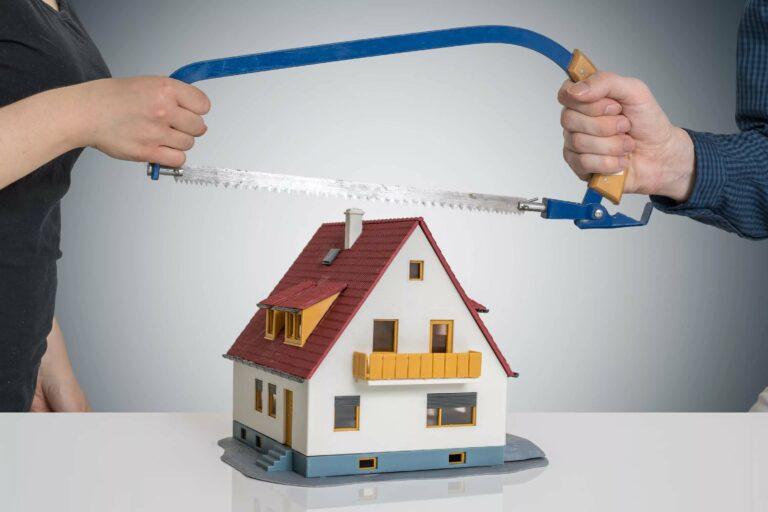 Как разделят квартиру после развода?