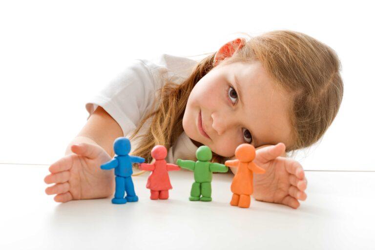 Детям нужна забота: как государство поддержит семьи
