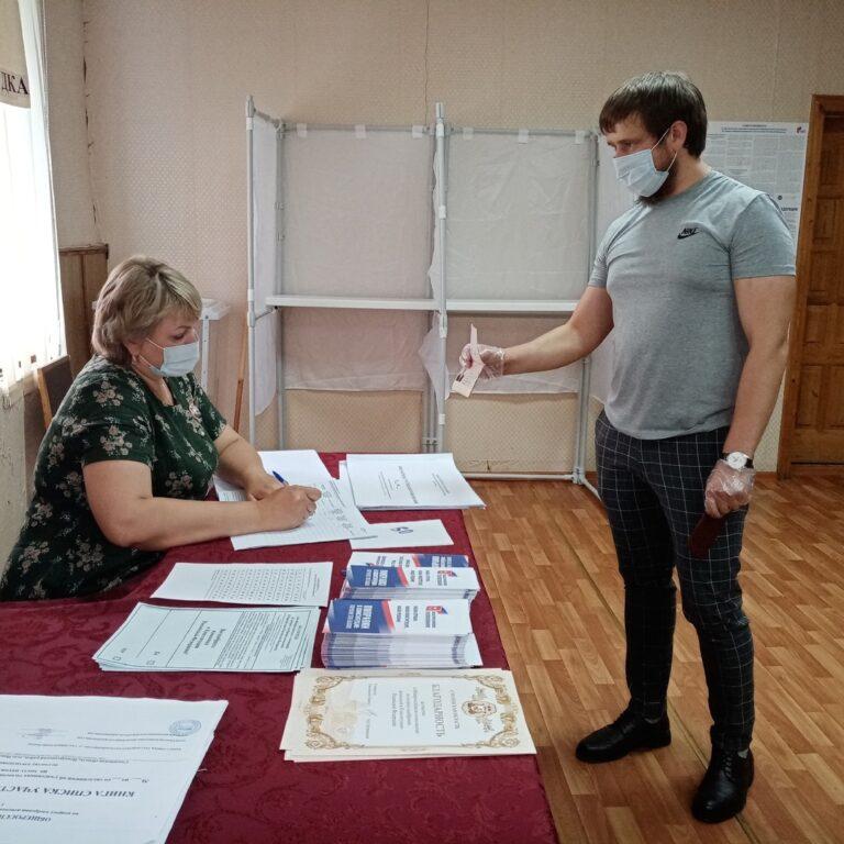 Депутат районного Совета показал пример активной  гражданской позиции