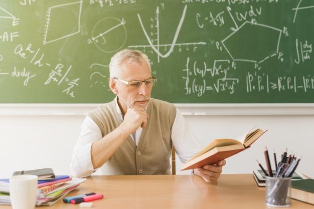 Субсидию сельским учителям, вышедшим на пенсию, продлят до 2023 года
