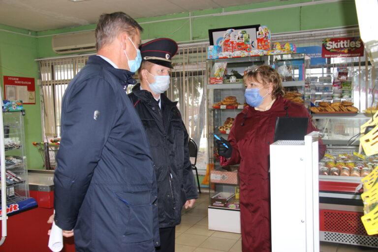 В Новодугинском районе прошёл рейд по соблюдению масочного режима