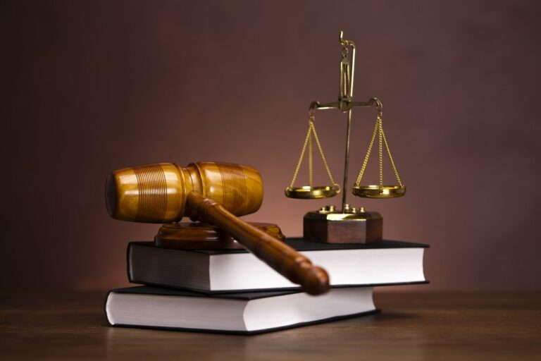 Факт родственных отношений установил суд