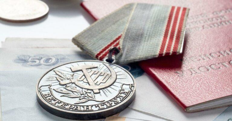 Более 800 ветеранов труда региона смогут дополнительно получать ежемесячную денежную выплату