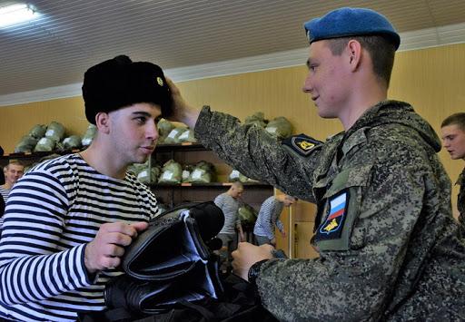 Армия принимает молодое пополнение