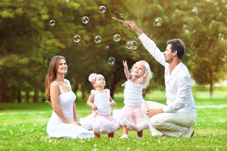 «Семьи счастливые моменты»