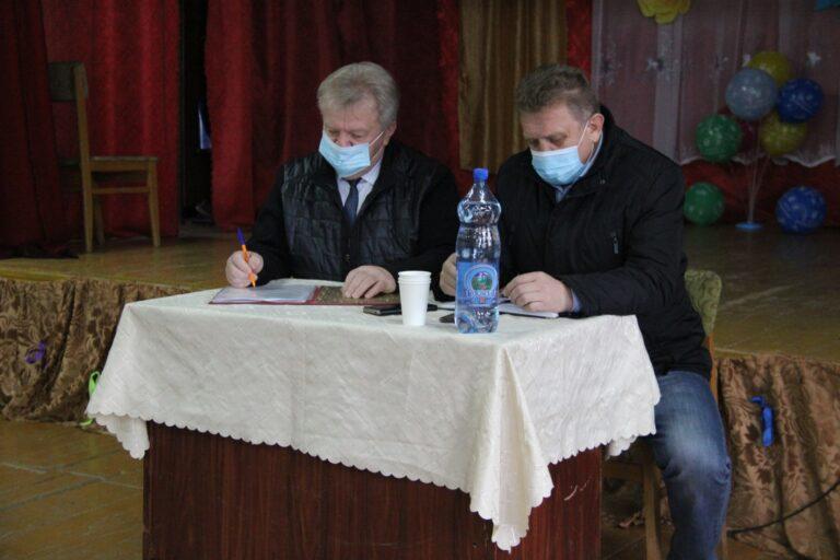 Жители д. Бурцево рассказали о волнующих проблемах